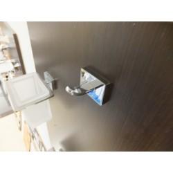 Appendiabito cromo da parete.Prodotto nuovo da esposizione.